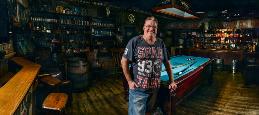 Old Man S Cave General Store : Men and their sheds author craig wetjen an environmental
